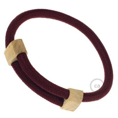 Narukvica iz tekstilnog kabela RM19, bordo. Drveni podesivi držač. Izrađeno u Italiji.